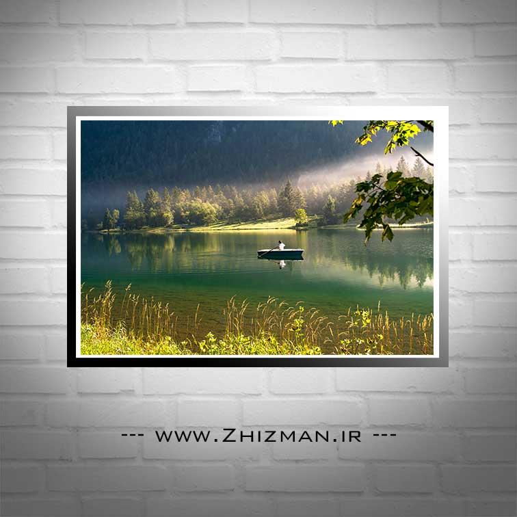 عکس قایق و دریاچه در میان جنگل